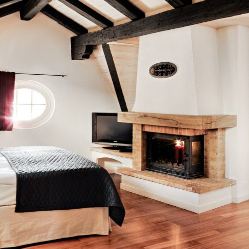"""Twin bed faces towards fire in """"XL"""" Luxury Suites at the design & lifestyle Tralala Hotel Montreux"""